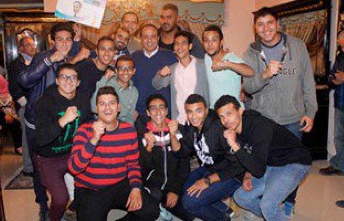 """""""سيلفى"""" وألعاب  نارية احتفالا بفوز أشرف عمارة بمقعد البرلمان بالإسماعيلية"""