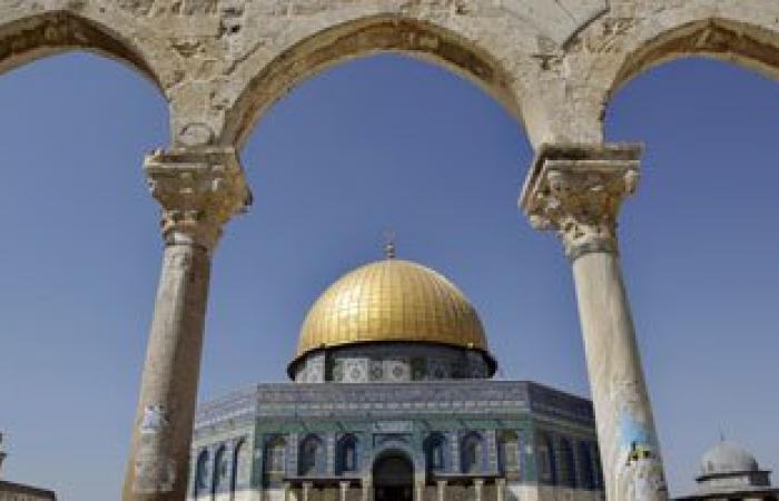 المطران حنا: مدينة القدس ستبقى متميزة بوحدة أبنائها المسلمين والمسيحيين
