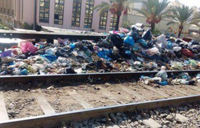 أهالى حجر النواتية: القمامة والمياه ستسبب كارثة جديدة بمزلقان القطار