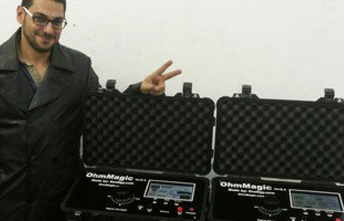 رئيس جامعة المنصورة يكرم طالب يبتكر جهازا للكشف عن الأنفاق والمياة الجوفية