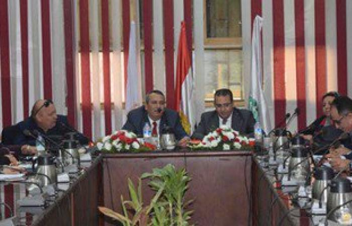 رئيس جامعة المنصورة يبحث مع مجلس كلية الآداب خطط عمل المرحلة الحالية