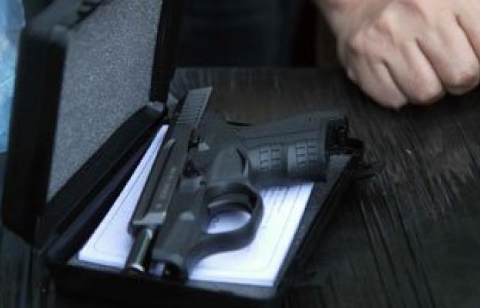 ضبط مسدس صوت بحوزة سيدة أثناء تفتيشها على بوابة جامعة بنى سويف