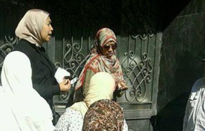 بالصور.. حى المنتزه أول يوزع بطاطين على أهالى عشوائيات الإسكندرية