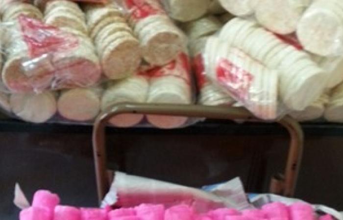 بالصور.. ضبط 1090 قطعة من حلوى المولد النبوى غير صالحة للاستهلاك بمطروح