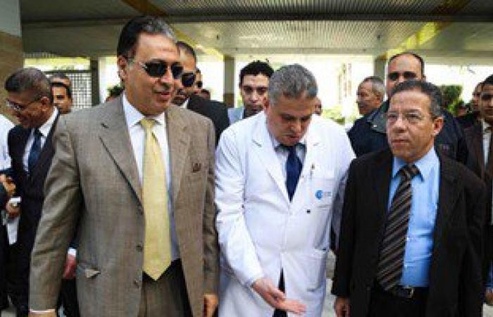 وزيرا الصحة والهجرة يشهدان أول جراحة لتغطية قرحة بغضروف بغشاء صناعى