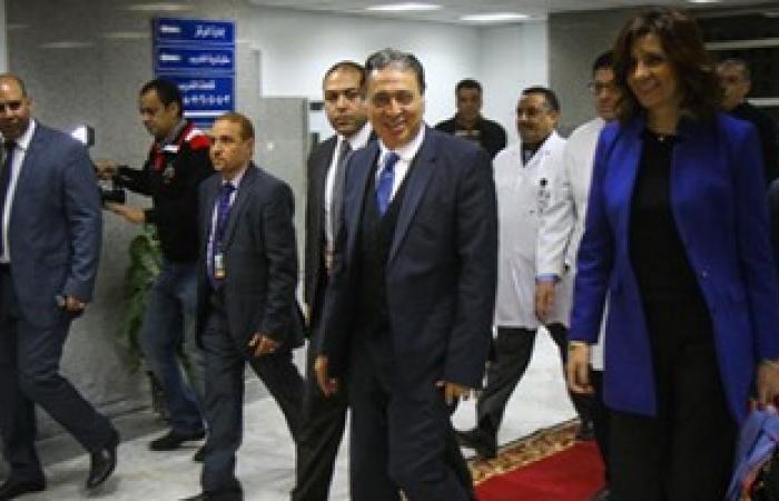 بالصور.. وزيرا الصحة والهجرة يشهدان أول جراحة لتغطية قرحة بغضروف بغشاء صناعى