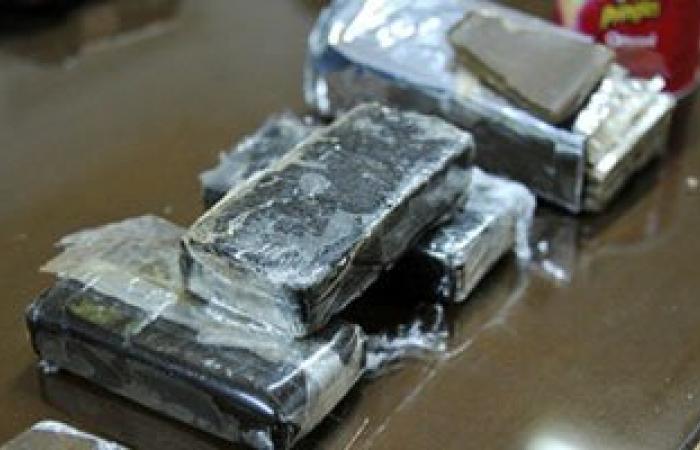 ضبط 11 طربة حشيش ونصف كيلو هيروين وكمية من مخدر الأفيون بحوزة عاطلين فى العاشر