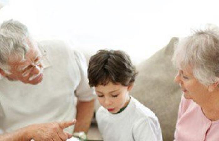استعن بهم.. خبرة الأجداد والجدات منجم التربية الصحيحة للأطفال