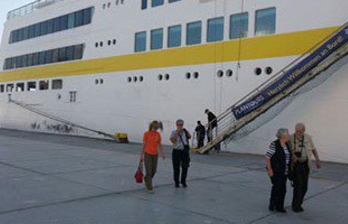 بالصور.. وصول 286 سائحا لميناء الغردقة