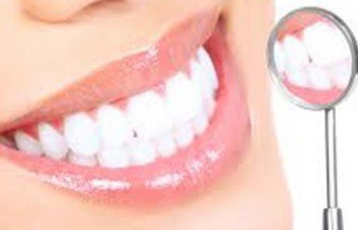 وصفة طبيعية لتبييض الأسنان بالكربونات والفراولة