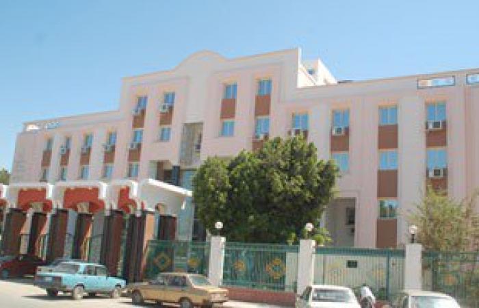 القبض على أمين مخزن لقيامه ببيع أجهزة طبية خاصة بمستشفى سوهاج للتربح