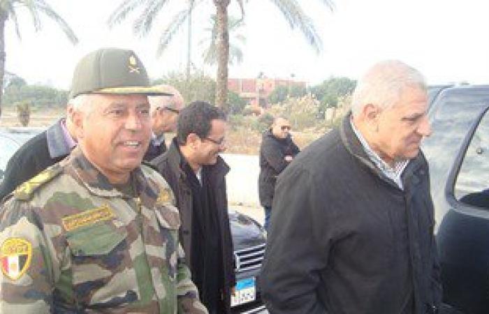 بالصور.. محلب والوزير يعبران كوبرى السلام لتفقد المشروعات ببورسعيد