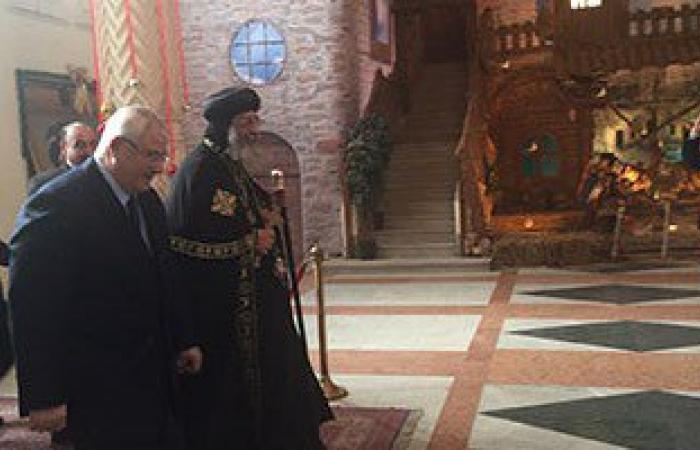 المستشار عدلى منصور يصل الكاتدرائية لتهنئة البابا تواضروس بعيد الميلاد