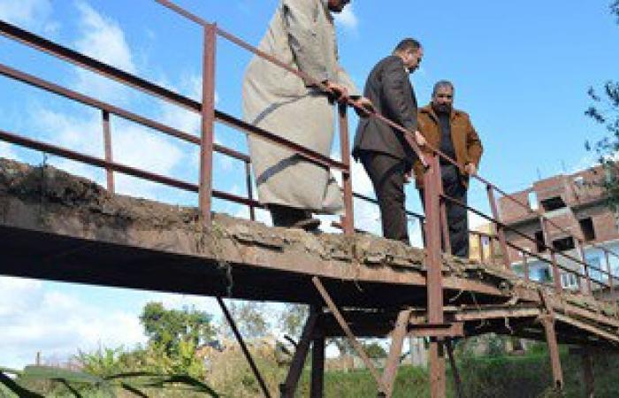 بالصور.. رئيس مدينة مطوبس يوجه بإصلاح كوبرى متهالك ببرنبال بكفر الشيخ