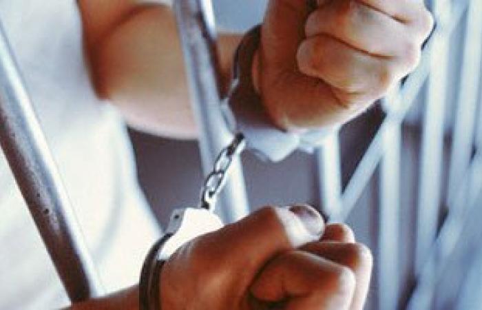 نيابة بولاق الدكرور تأمر بضبط ضابط شرطة لاتهامه بتهريب مخدرات وخطف عاطل