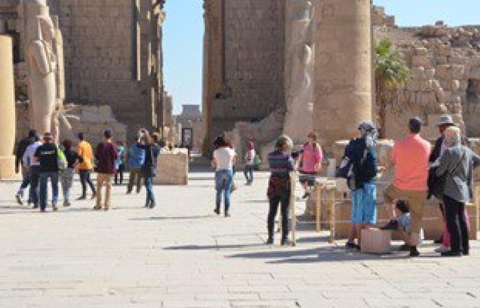 بالصور.. 1750 سائحاً يزورون معبد الكرنك بالأقصر.. ورواج السياحة الداخلية