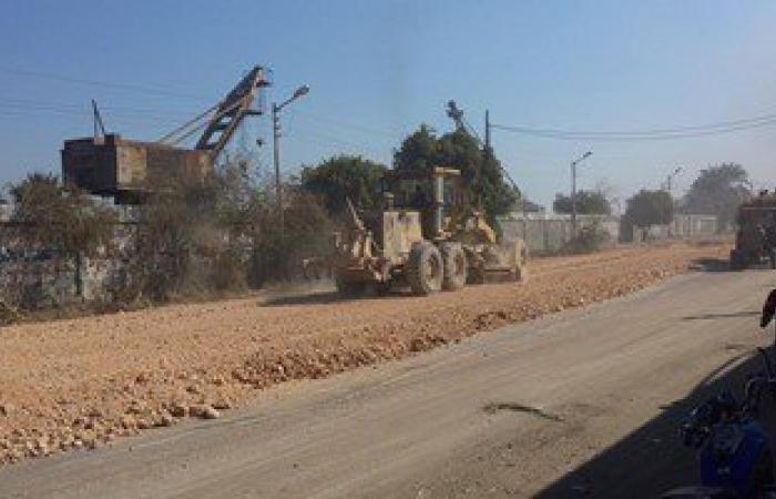 رصف طريق مصنع السكر لاستقبال الزائرين فى احتفال موسم عصير القصب