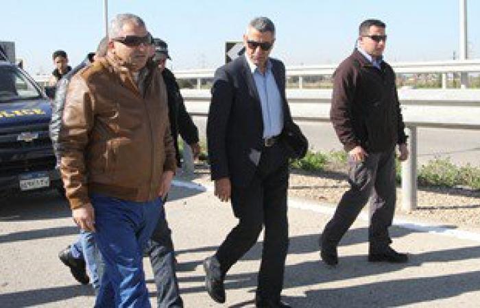وزير النقل يفتتح رصيفا جديدا ويرفع علم مصر على قاطرتين بميناء دمياط