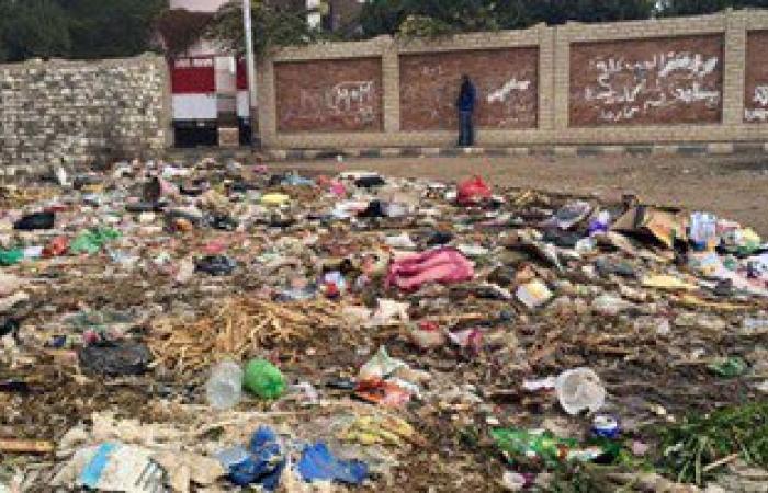 """القمامة تحاصر مدرسة """"منشأة منبال"""" الابتدائية بالمنيا"""