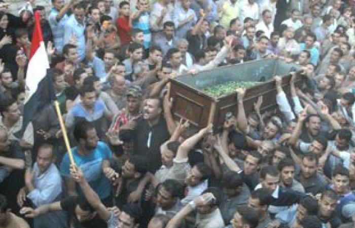 مئات الفلسطينيين يشيعون جثامين 7 قتلى من حماس فى غزة