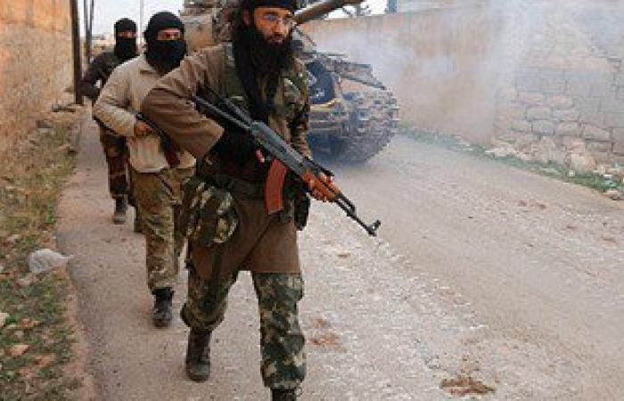 استمرار الاشتباكات بين النصرة وداعش بعرسال اللبنانية