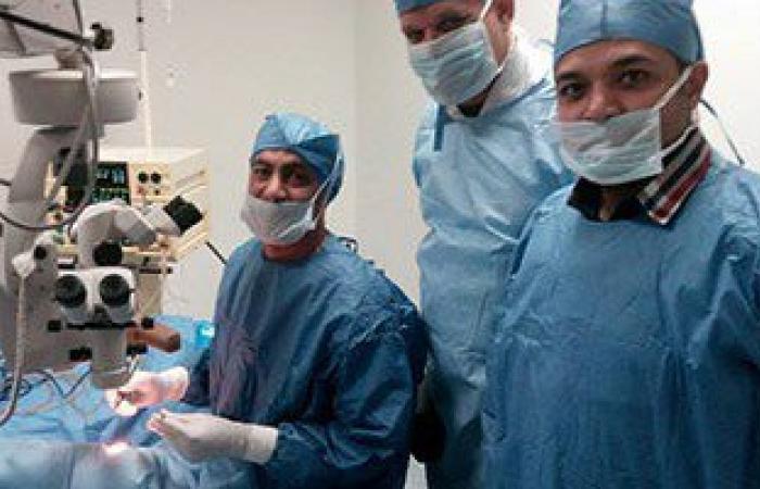 بالصور..قافلة النور بنقابة الأطباء تجرى عشرات العمليات لمرضى العيون بالمجان