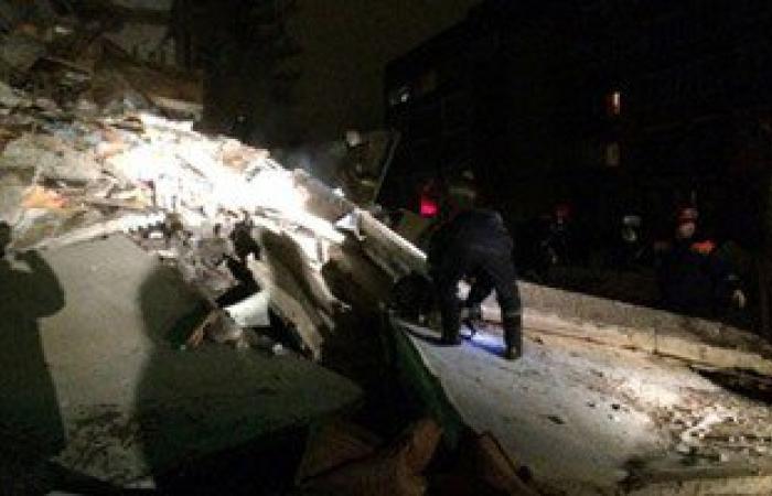 بالفيديو والصور.. احتجاز 35 روسيا تحت الأنقاض بعد انهيار مبنى من 5 طوابق