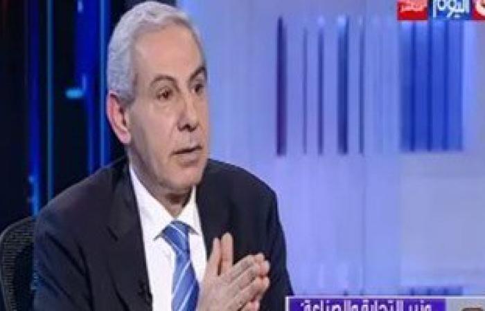 """وزير الصناعة لـ""""يوم بيوم"""":منتجاتنا رائعة..والأجانب منبهرون بالمصانع المصرية"""