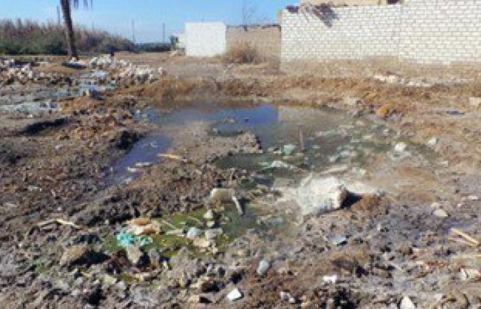 بالصور.. المياه الجوفية تتسبب فى انهيار منزلين ببنى سويف