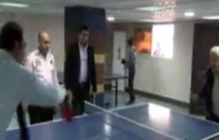 """بالفيديو. منافسة بين مرتضى منصور وإيهاب الخولى على مباراة """"بينج بونج"""""""