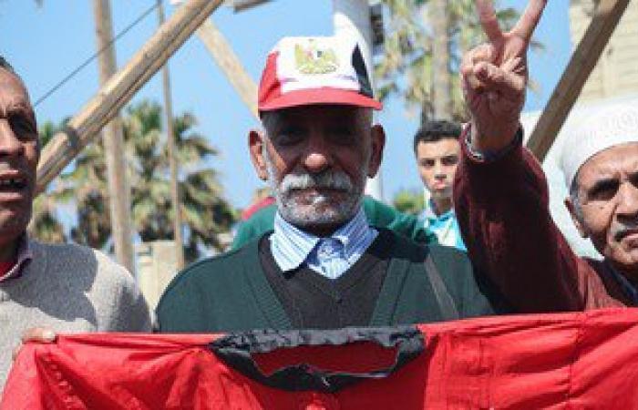 متظاهرو القائد إبراهيم يدعمون الحرب ضد الإرهاب وينعون الشهيد شريف محمد عمر