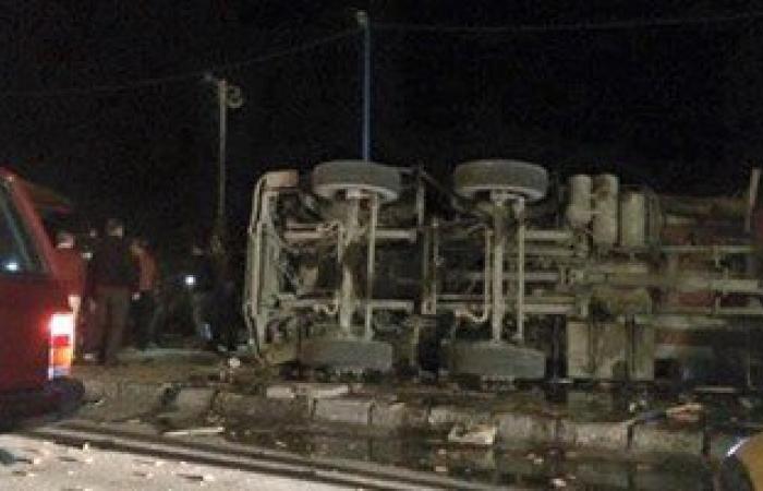 مصرع عامل بالمحاجر و إصابة 8 من زملائه فى انقلاب سيارة بالمنيا