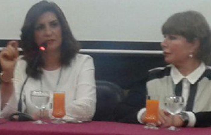 وزيرة الهجرة تلتقى بأعضاء النادى المصرى بدبى.. وتشيد بروحهم الوطنية