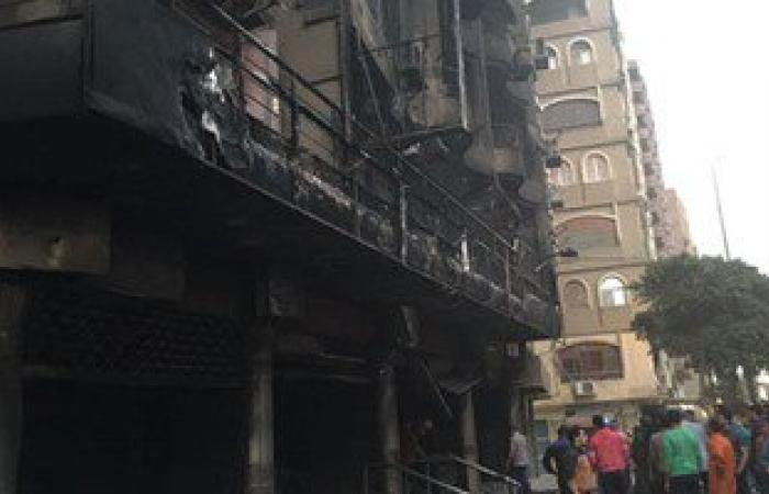 انقاذ شخصين احتجزتهم النيران بحريق معرض سيارات المريوطية والاطفاء تبدأ عمليات التبريد