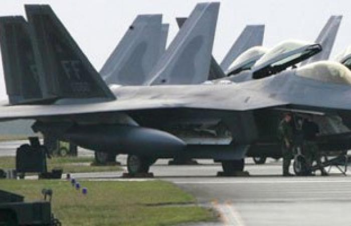 طائرات التحالف العربى تقصف معسكر الحفا شرق اليمن