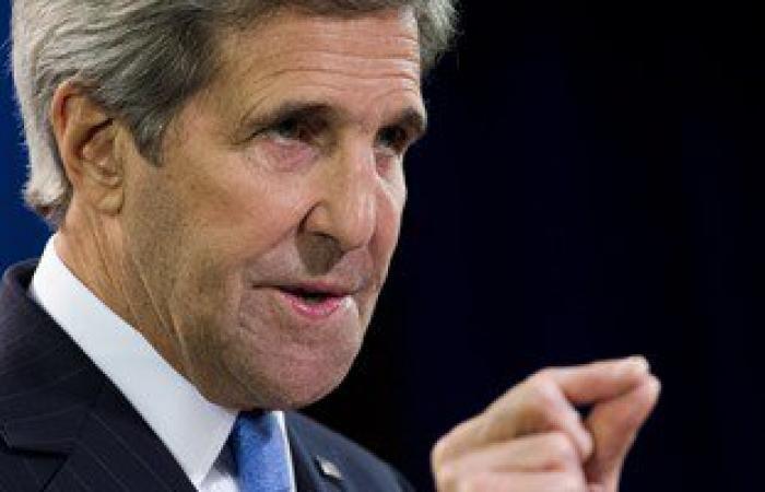 جون كيرى يزور العراق لإظهار الدعم لرئيس الوزراء العبادى