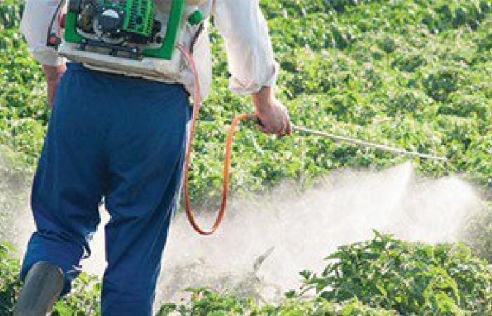 فرنسا تمنع بعض مبيدات مادة جلايفوسات لاحتمالية تسببها فى الإصابة بالأورام