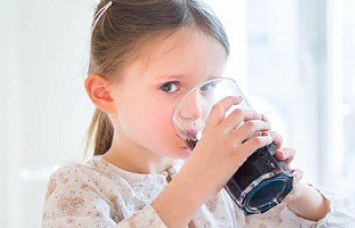 دراسة: تناول المياه الغازية لا يغنى الجسم عن حاجتها للماء ويصيبك بالسكر