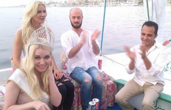 بالصور..ملكة جمال السياحة الأوروبية تحتفل بعيد ميلادها فى مركب بنيل الأقصر