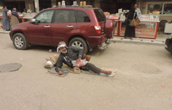 بالصور.. ضبط متسول مبتور القدم أمام المسجد الأحمدى بطنطا