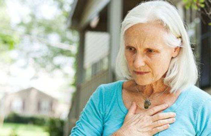 """""""ديلى ميل"""" تكشف عن أعراض خفية للأزمات القلبية الصامتة.. أبرزها الأنفلونزا"""
