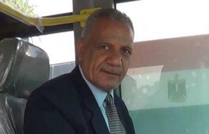 """بالفيديو.. أشيك سائق أتوبيس نقل عام فى مصر.. الأسطى عادل يرتدى """"بدلة وكرفتة"""""""