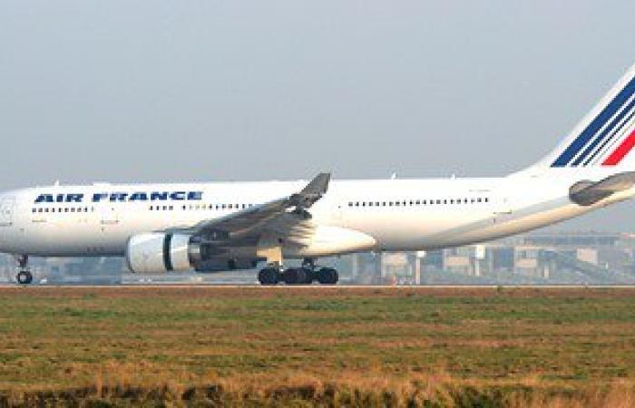 تأخر إقلاع الطائرة الفرنسية المتجهة إلى باريس 90 دقيقة بمطار القاهرة