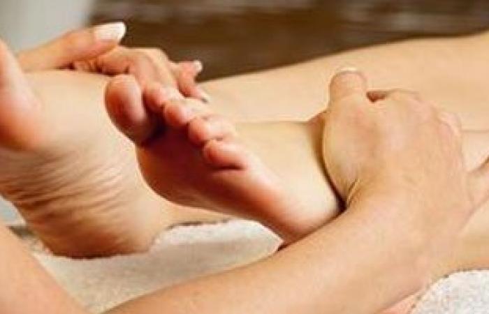 4 فوائد صحية لتدليك القدمين.. أبرزها الاسترخاء وتقليل ألم الظهر