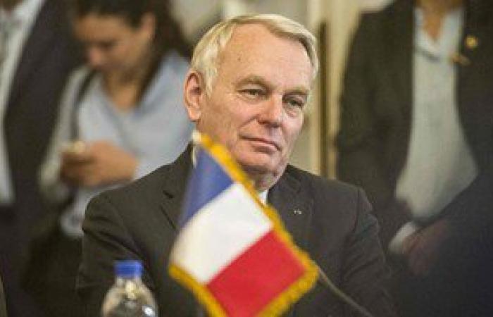 وزير خارجية فرنسا يلتقى أهالى ضحايا الطائرة اليوم بحضور السفير إيهاب بدوى