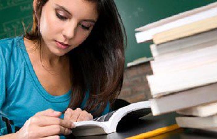 لطلاب الثانوية.. احذروا المذاكرة على السرير تقلل درجاتك فى الامتحانات
