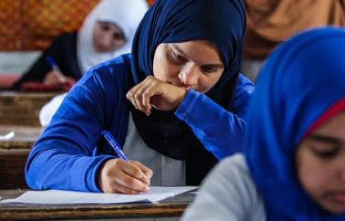 """""""التعليم"""" تلزم رؤساء لجان الثانوية العامة بالتوقيع على ورقة الإجابة"""