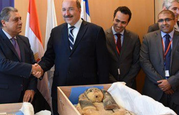 بالصور.. إسرائيل تسلم مصر رسميا قطعتين أثريتين مسروقتين منذ ثورة يناير