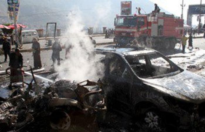 رئيس وزراء اليمن يجرى اتصالات بقيادات عدن للوقوف على تفاصيل الحادث الإرهابى