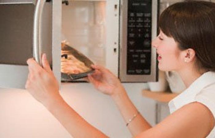 5 مشاكل صحية يسببها تسخين الطعام فى الميكروويف.. تعرف عليها
